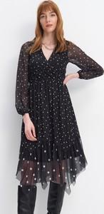 Czarna sukienka Mohito z długim rękawem midi