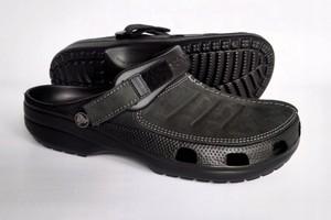 Czarne buty letnie męskie Crocs na rzepy ze skóry