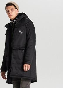 Czarny płaszcz męski Cropp w młodzieżowym stylu