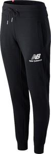 Spodnie New Balance z polaru w sportowym stylu