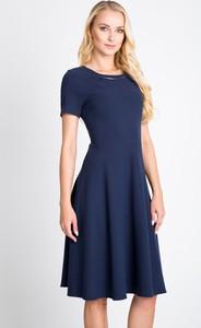 Sukienka QUIOSQUE rozkloszowana midi z krótkim rękawem