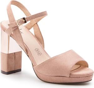 Sandały Menbur ze skóry ekologicznej na obcasie w stylu klasycznym