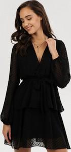 Czarna sukienka born2be mini z dekoltem w kształcie litery v