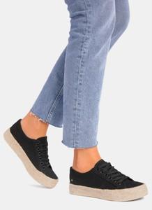 Buty sportowe DeeZee w sportowym stylu sznurowane z płaską podeszwą