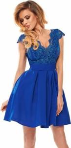 Niebieska sukienka Bicotone z dekoltem w kształcie litery v z krótkim rękawem z tiulu
