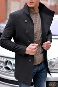 Czarny płaszcz męski IVET