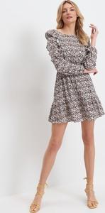 Sukienka Mohito z długim rękawem mini z okrągłym dekoltem