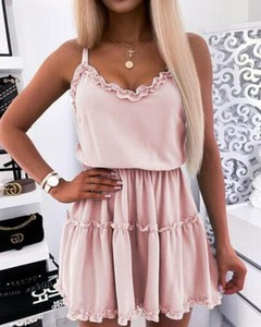 Różowa sukienka Kendallme mini na ramiączkach trapezowa
