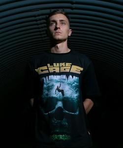 Granatowy t-shirt Marvel z żakardu