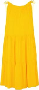 Żółta sukienka Y.A.S z okrągłym dekoltem w stylu casual mini