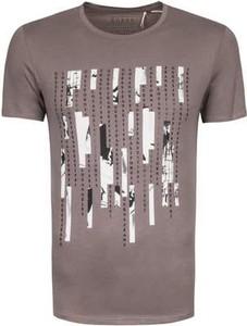 T-shirt Guess w młodzieżowym stylu z bawełny