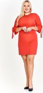 Czerwona sukienka Fokus z długim rękawem mini z okrągłym dekoltem