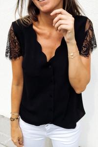 Czarna bluzka Ivet.pl z dekoltem w kształcie litery v z krótkim rękawem