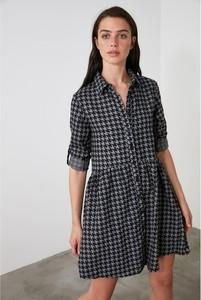 Sukienka Trendyol koszulowa mini z długim rękawem