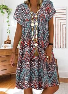 Sukienka Cikelly z dekoltem w kształcie litery v z krótkim rękawem mini