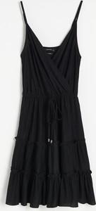Czarna sukienka Reserved w stylu casual kopertowa na ramiączkach