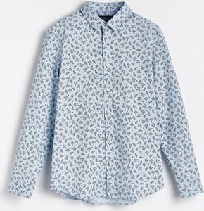 Niebieska koszula Reserved w młodzieżowym stylu