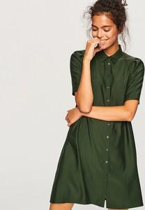 Zielona sukienka Reserved koszulowa z kołnierzykiem z krótkim rękawem