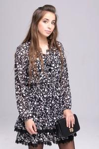 Sukienka Butik Ecru mini w stylu casual z dekoltem w kształcie litery v