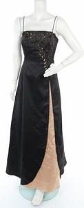 Sukienka Niki Livas maxi z dekoltem w kształcie litery v