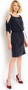 Granatowa sukienka POTIS & VERSO z odkrytymi ramionami z tkaniny