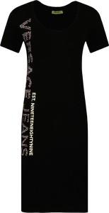 Sukienka Versace Jeans maxi z krótkim rękawem w stylu casual