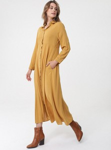 Żółta sukienka born2be w stylu casual z długim rękawem
