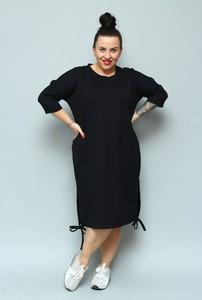 Czarna sukienka KARKO z okrągłym dekoltem ołówkowa midi