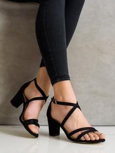 Czarne sandały Czasnabuty na słupku