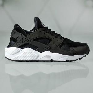 Buty sportowe Nike w sportowym stylu huarache z płaską podeszwą