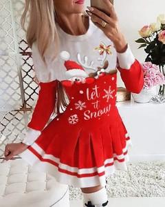 Sukienka Kendallme w stylu casual z długim rękawem w bożonarodzeniowy wzór
