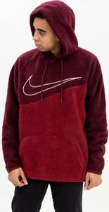 Czerwona bluza Nike z plaru z nadrukiem