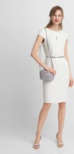 Sukienka QUIOSQUE z okrągłym dekoltem mini z krótkim rękawem
