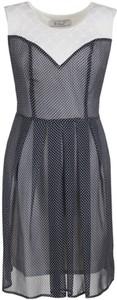 Granatowa sukienka Fokus mini z żakardu rozkloszowana