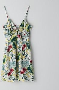 Sukienka Cropp z dekoltem w kształcie litery v