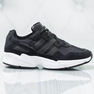 Granatowe buty sportowe Adidas w sportowym stylu