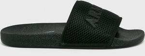 Czarne klapki Armani Jeans z płaską podeszwą