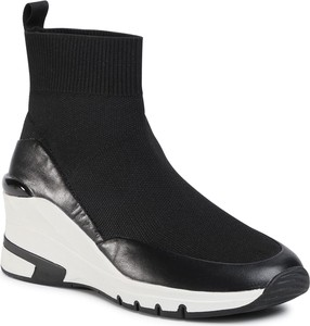 Czarne buty sportowe Caprice na platformie