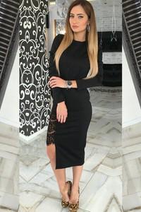 Czarna sukienka IVET z okrągłym dekoltem dopasowana