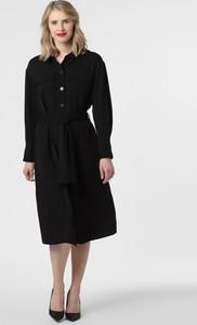 Czarna sukienka Y.A.S z długim rękawem midi z kołnierzykiem