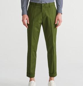 Zielone chinosy Reserved w stylu casual