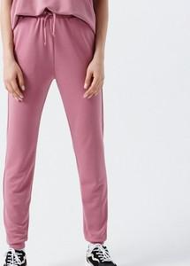 Fioletowe spodnie Cropp z dresówki