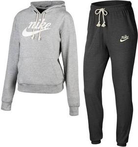 Nike z tkaniny w sportowym stylu