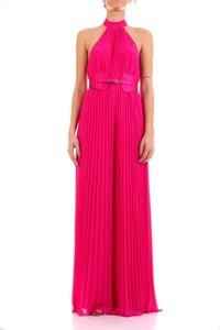 Różowa sukienka Guess maxi
