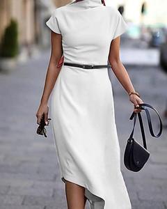 Sukienka Kendallme z krótkim rękawem asymetryczna z okrągłym dekoltem