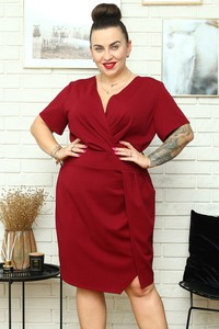 Czerwona sukienka KARKO dla puszystych z dekoltem w kształcie litery v
