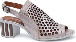Różowe sandały Lanqier z klamrami