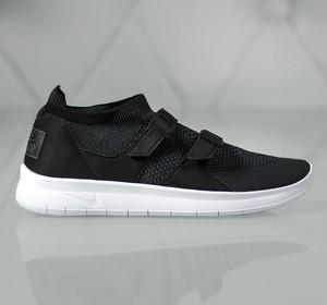 Buty sportowe Nike w sportowym stylu z klamrami