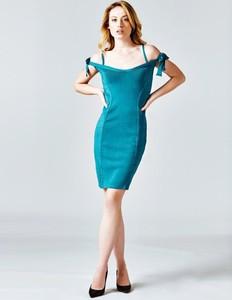 Niebieska sukienka Guess dopasowana z krótkim rękawem