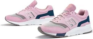Różowe buty sportowe New Balance z płaską podeszwą sznurowane z zamszu